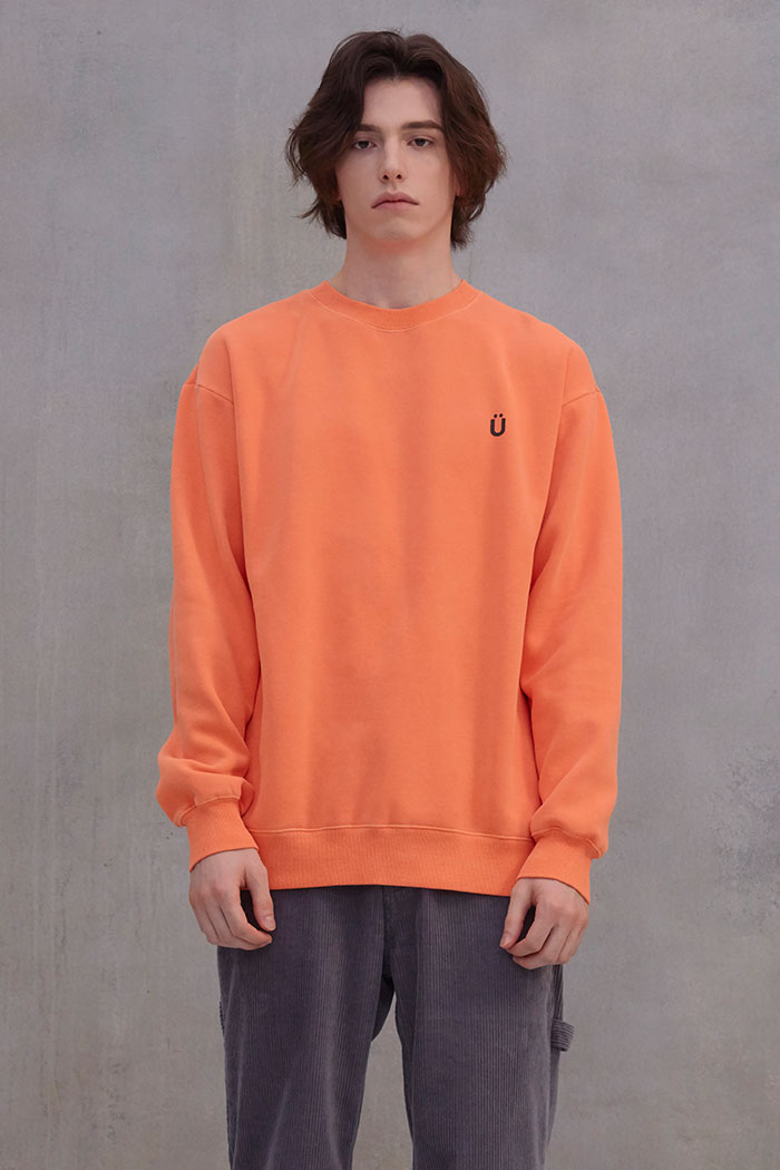 U LOGO PIGMENT SWEATSHIRT[ORANGE]